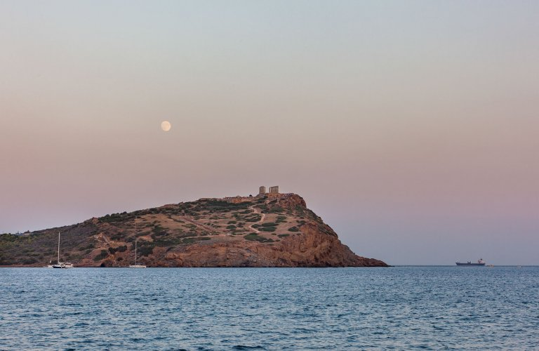 Sunset (and a full moon) at the Temple of Poseidon. | Photo: Manos Chatzikonstantis