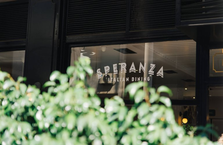 Speranza restaurant in Piraeus.