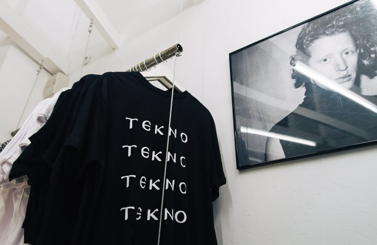 a black t-shirt that says tekno at Hemnoid in Athens